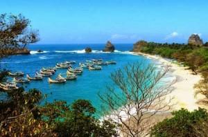 Pesona Pantai Watu Ulo Jember