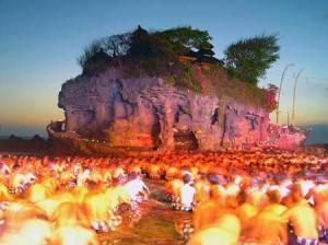 Ritual keagamaan di Pura Tanah Lot Bali