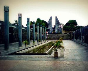 Wisata religi ke makam Bung Karno Blitar