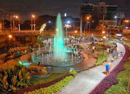 Wisata Ke Taman Bungkul Surabaya