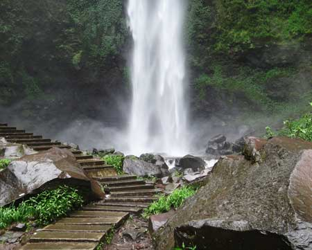 Best Travel Indonesia: HOLIDAY cried POOR Coban Rondo Waterfall on