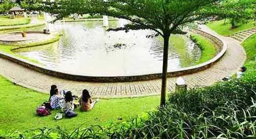 Ngabuburit di Taman Ayodya