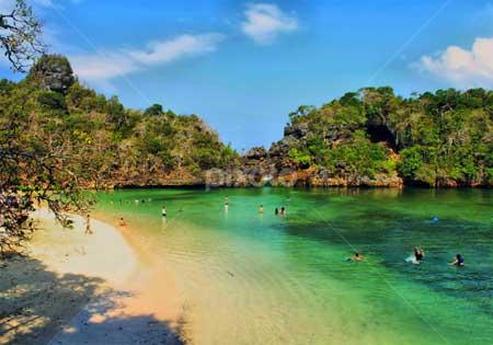 Pantai sendang biru pulau sempu