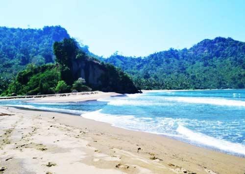 Pantai Sipelot Dampit Malang