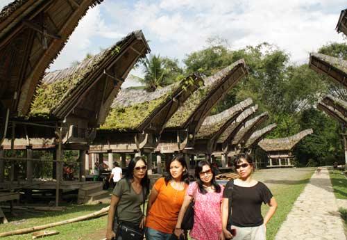 Tana Toraja, Tradisi Kuburan Di Atas Tebing